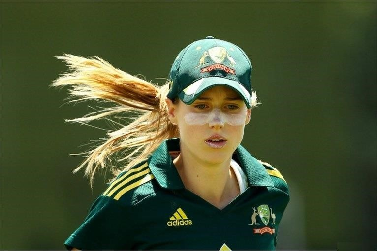 top 10 beautiful women cricketers- sarah taylor